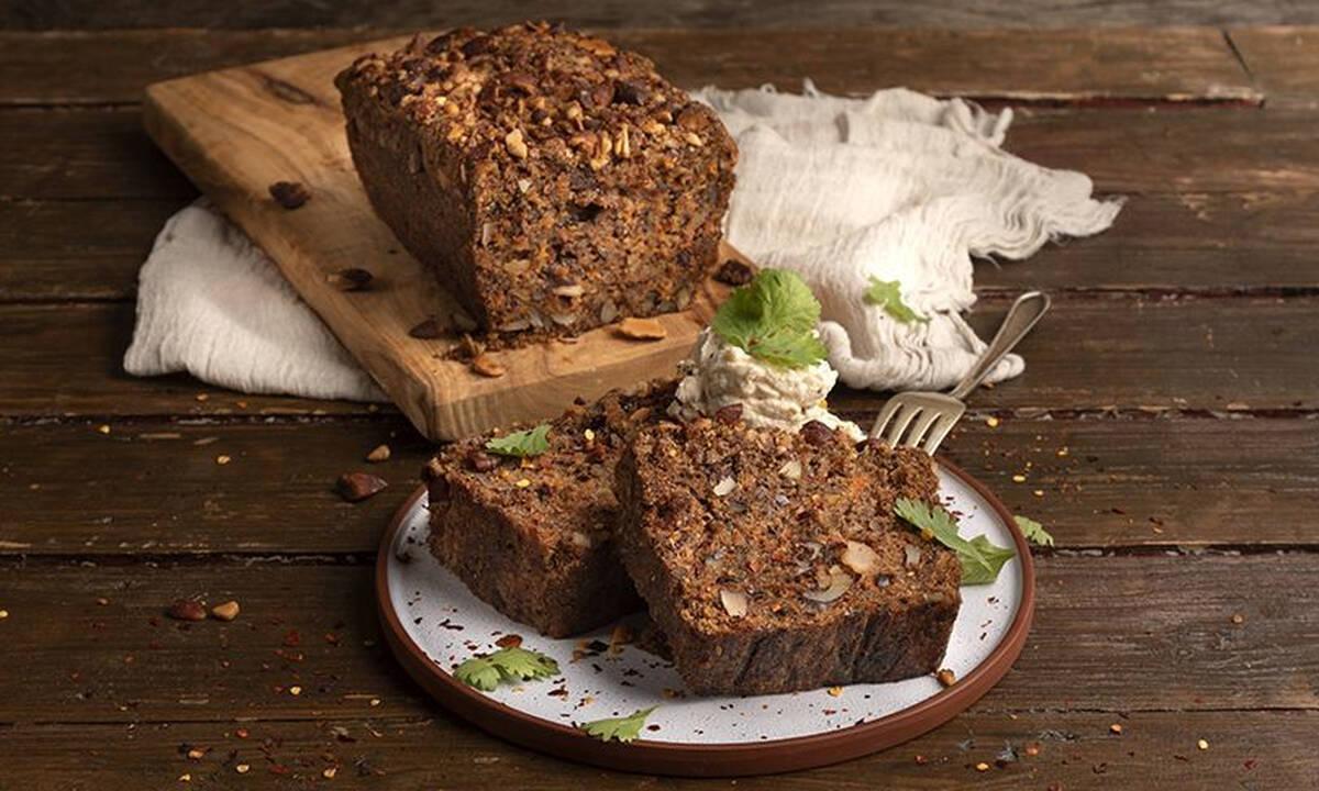 Συνταγές για πρωινό: Σπιτικό ψωμί καρότου με αμύγδαλα