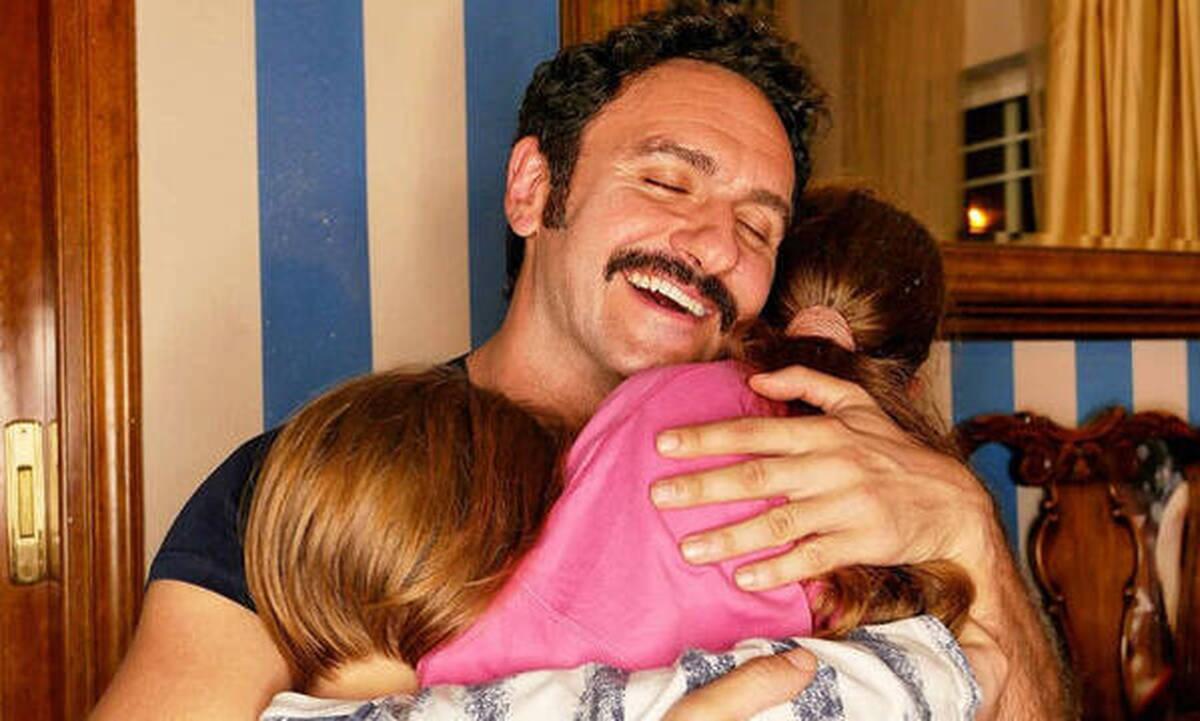 Ο Μελέτης Ηλίας με την γυναίκα του στο χωριό - Τη φώτο έβγαλε ο γιος τους