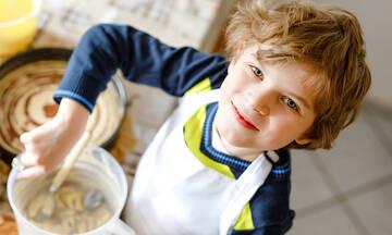 Τρία εύκολα σνακ που ακόμη και τα παιδιά μπορούν να φτιάξουν (βίντεο)