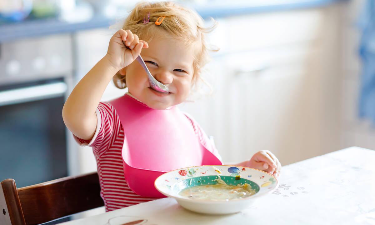 Διατροφή νηπίου: Επτά σούπερ τροφές και τα οφέλη τους