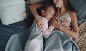 Πώς το παιδί μου θα μάθει να κοιμάται και πάλι μόνο του μετά τις διακοπές;
