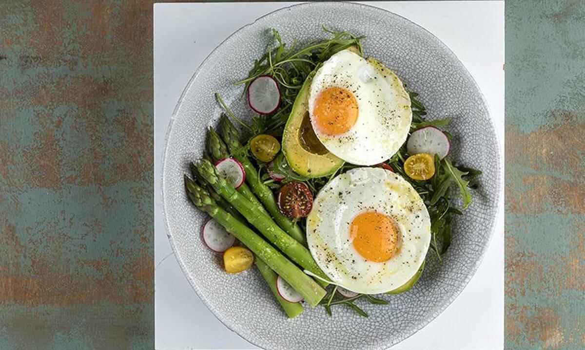 Τηγανητά αυγά με αβοκάντο - Έτοιμο σνακ σε 15 λεπτά