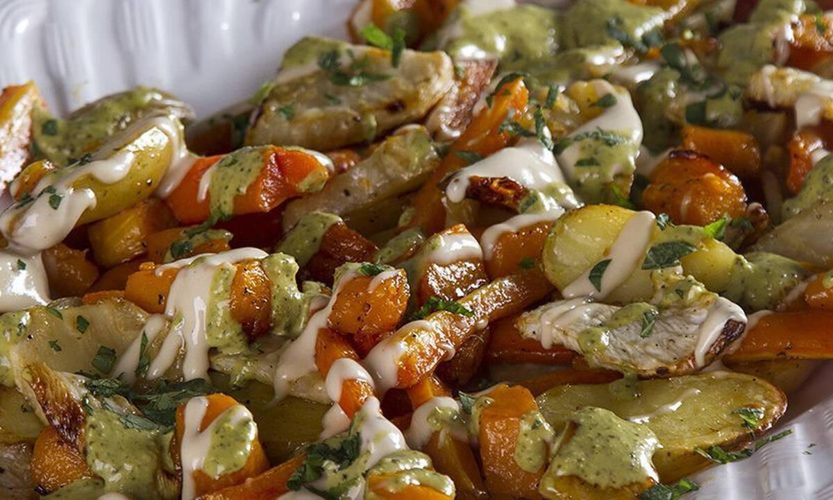 Ψητά λαχανικά με ταχίνι και πέστο από τον Άκη Πετρετζίκη