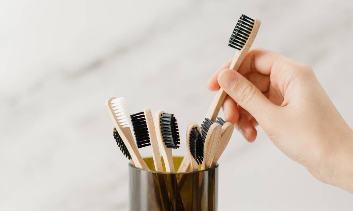 Tips για μαμάδες: 5 τρόποι να χρησιμοποιήσετε την παλιά σας οδοντόβουρτσα