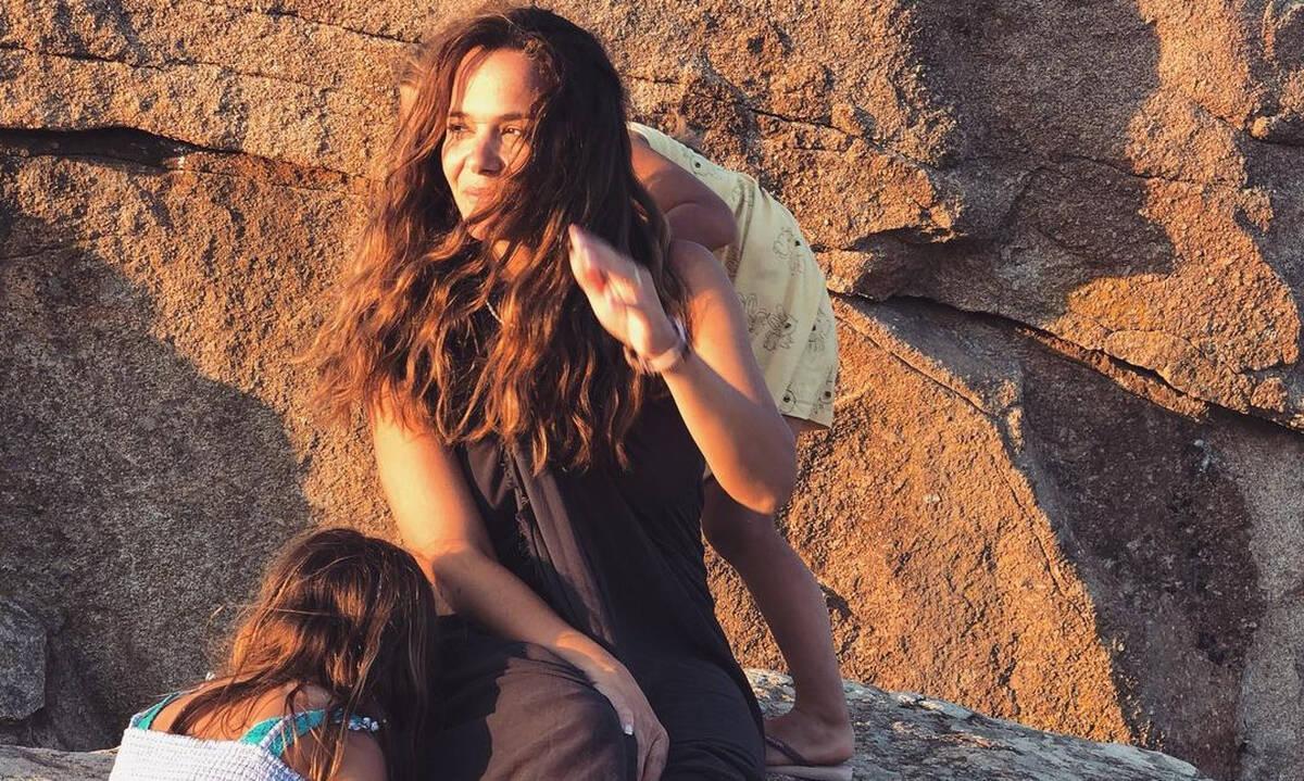 Ελιάνα Χρυσικοπούλου: Οι απίθανες φωτογραφίες με τις κόρες της στην Τήνο