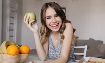Ενίσχυση γονιμότητας: Περισσότερα φρούτα, λιγότερο junk food λένε οι ειδικοί