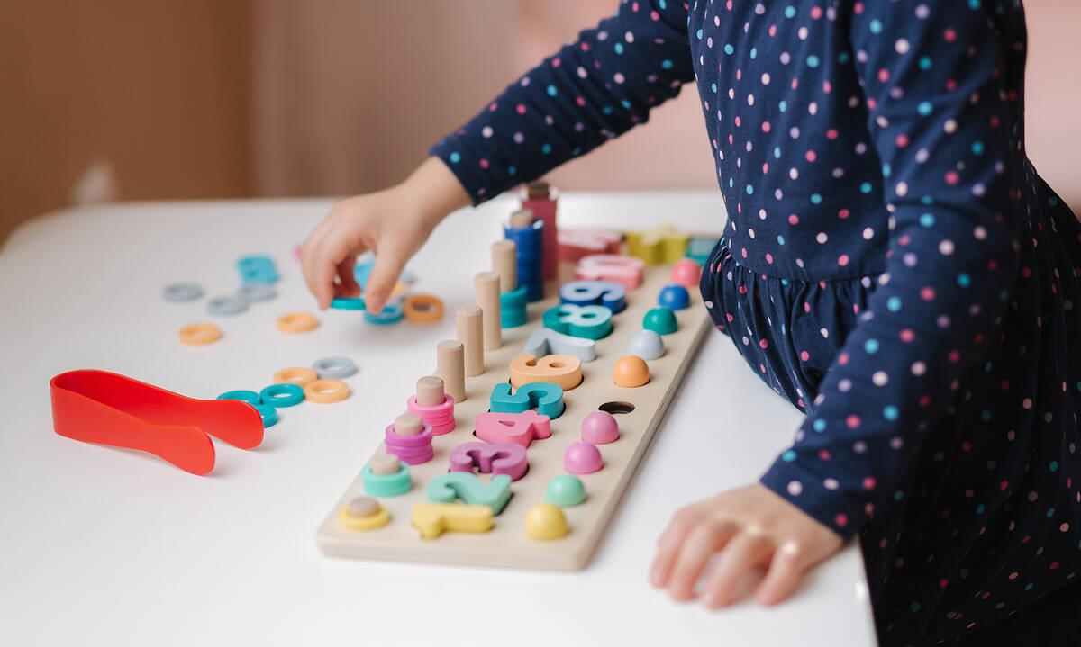 Ευφάνταστες κατασκευές για να μάθουν τα παιδιά τους αριθμούς (εικόνες)