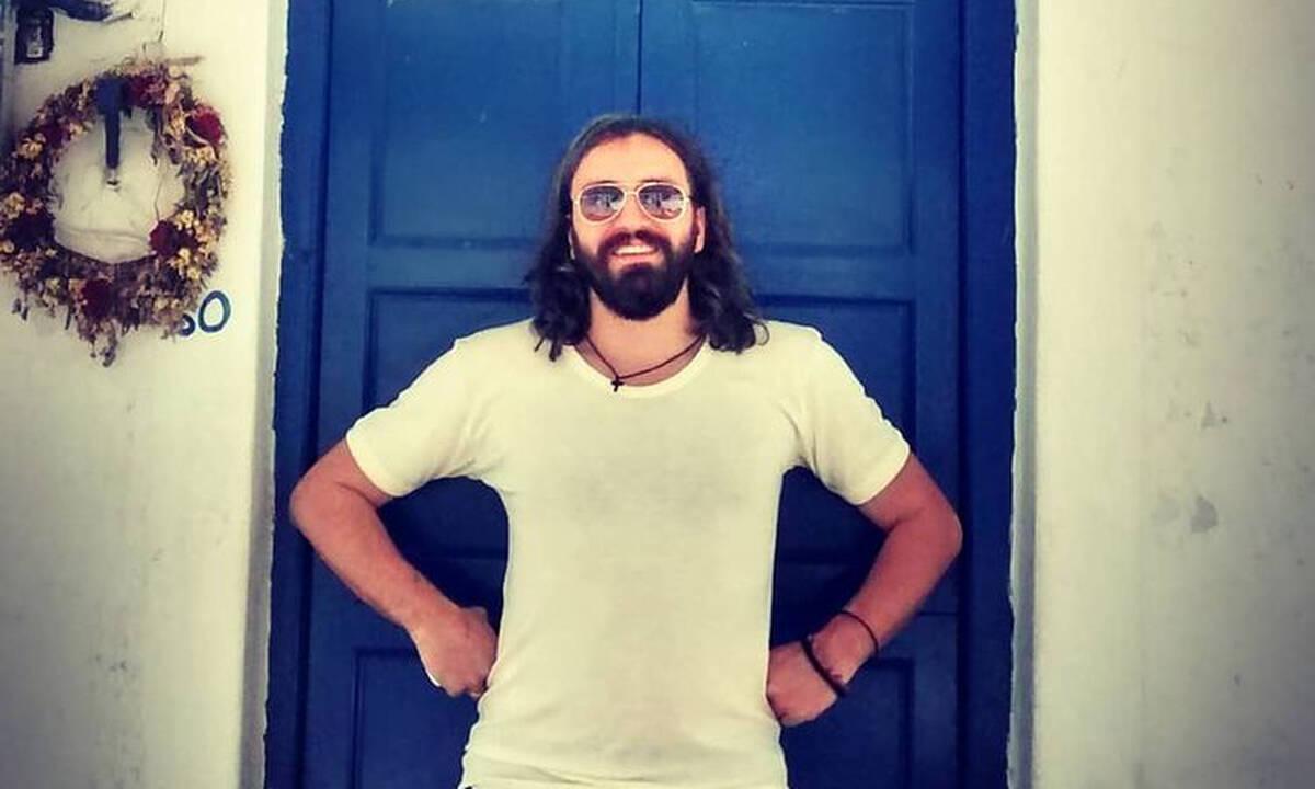 Λεωνίδας Μπαλάφας: Έφτιαξε παραδοσιακό ξυλόφουρνο με τα παιδιά του (pics)