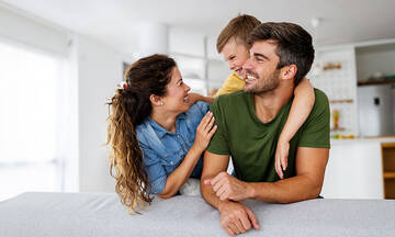 Θετική γονεϊκότητα: Γιατί δυσκολευόμαστε να την εφαρμόσουμε;