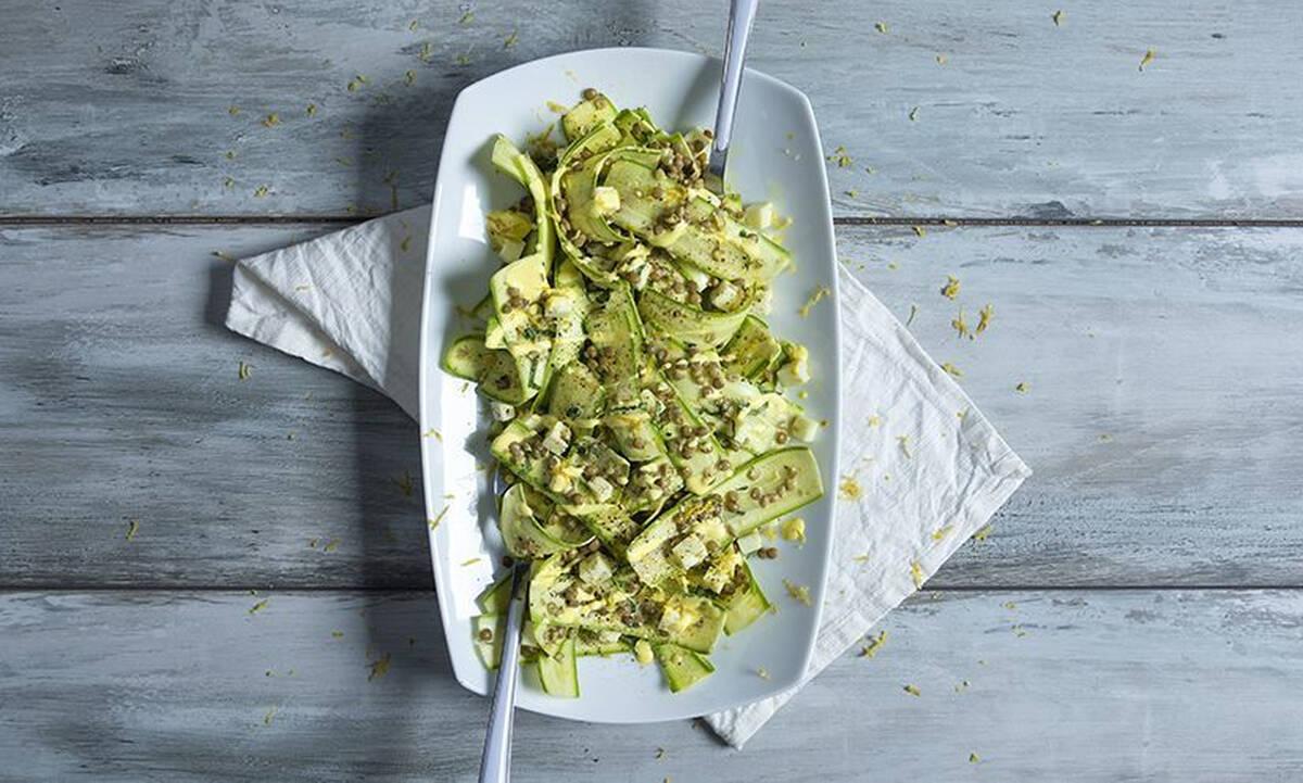 Δροσερή σαλάτα με κολοκυθάκια και φακές - Απολαύστε την και ως κυρίως γεύμα
