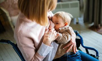 Πράγματα που μπορείς να πεις σε μια μαμά που δυσκολεύεται με τον θηλασμό