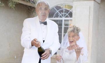 Γιόρτασαν τα 59 χρόνια γάμου με μια απίθανη φωτογράφιση (εικόνες)