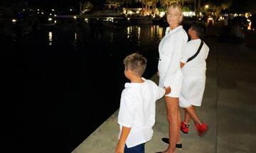 Φαίη Σκορδά: Φιλιά, ταινία και αγκαλιές με τους γιους της (εικόνες)