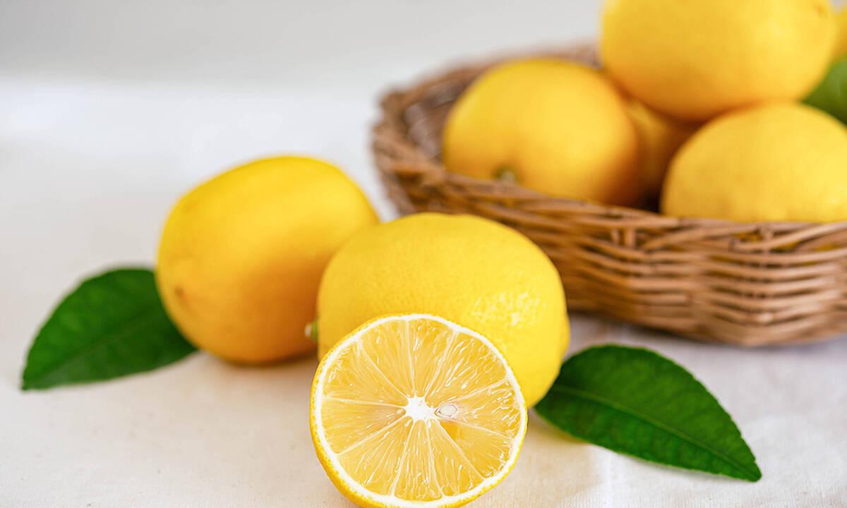 Tips για μαμάδες: Πέντε πράγματα που μπορείτε να καθαρίσετε με λεμόνι