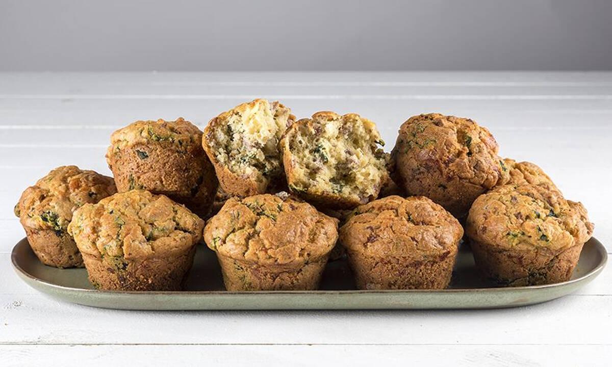 Αλμυρά muffins με λουκάνικο - Φτιάξτε τα σε 30 λεπτά