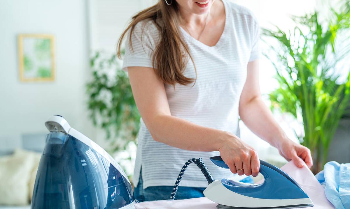 Tips για μαμάδες: Επτά tips που θα κάνουν το σιδέρωμα «παιχνιδάκι»