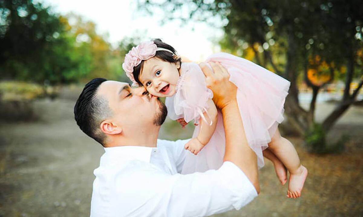 Συγκινούν οι φωτογραφίες μπαμπά και κόρης για έναν πολύ ιδιαίτερο λόγο