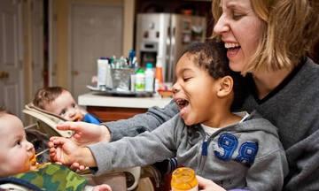 Από τη μάχη με την υπογονιμότητα στη μητρότητα με τρία παιδιά