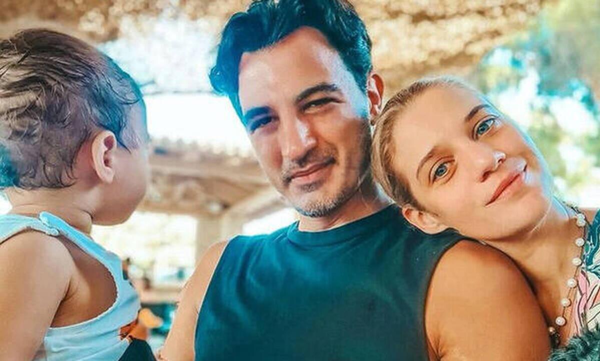Δήμος Αναστασιάδης: Απολαμβάνει να παίζει με τον γιο του - Δείτε φώτο