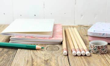 Back to school: Εύκολοι τρόποι να διακοσμήσετε τα σχολικά τετράδια