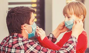 COVID-19: Οι μπαμπάδες είναι πιο θετικοί στον εμβολιασμό των παιδιών από τις μαμάδες