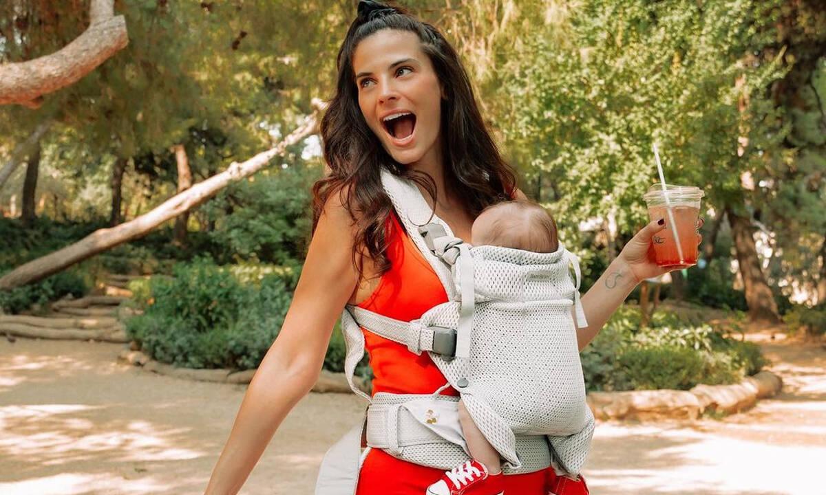 Χριστίνα Μπόμπα: Γιατί παίρνει μόνο ένα μωρό για βόλτα;