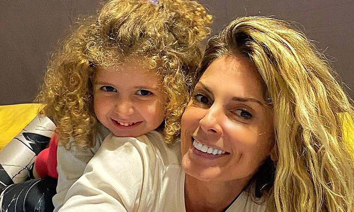 Κατερίνα Λάσπα: Με τις κόρες της στην οδοντίατρο - Ψύχραιμη η μικρή Άντρια