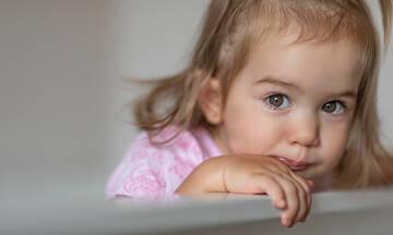 Γιατί τα μικρά παιδιά τρίζουν τα δόντια τους;