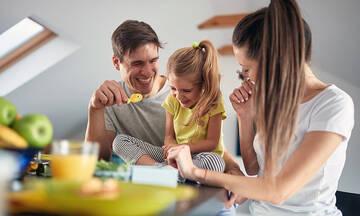 Πώς δημιουργούμε διπλά πρότυπα στα παιδιά μας