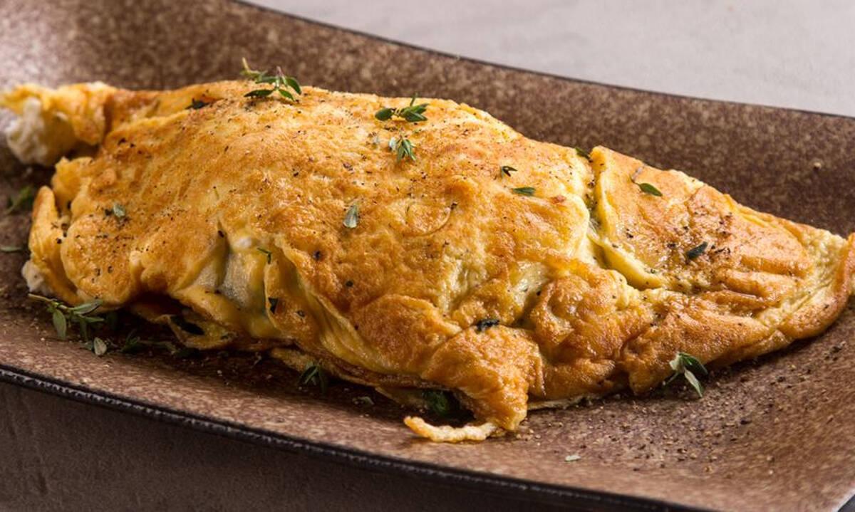 Σούπερ θρεπτική ομελέτα με σπανάκι και κατσικίσιο τυρί - Έτοιμη σε 15 λεπτά