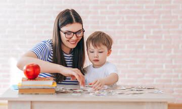 Είκοσι ερωτήσεις που πρέπει να κάνετε στο παιδί σας μετά το σχολείο