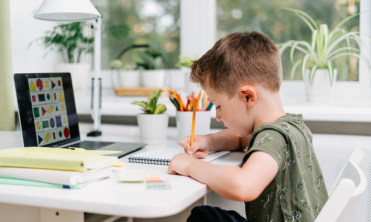 Ποια είναι η σωστή στάση σώματος όταν διαβάζει το παιδί;