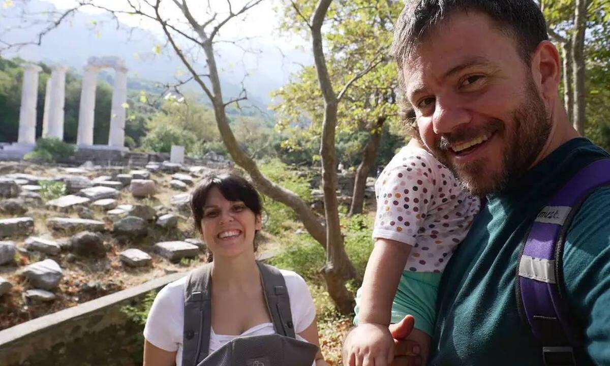 Ηλέκτρα Αστέρη: Δείτε πού φωτογράφισε την κόρη της και τον Ευτύχη Μπλέτσα