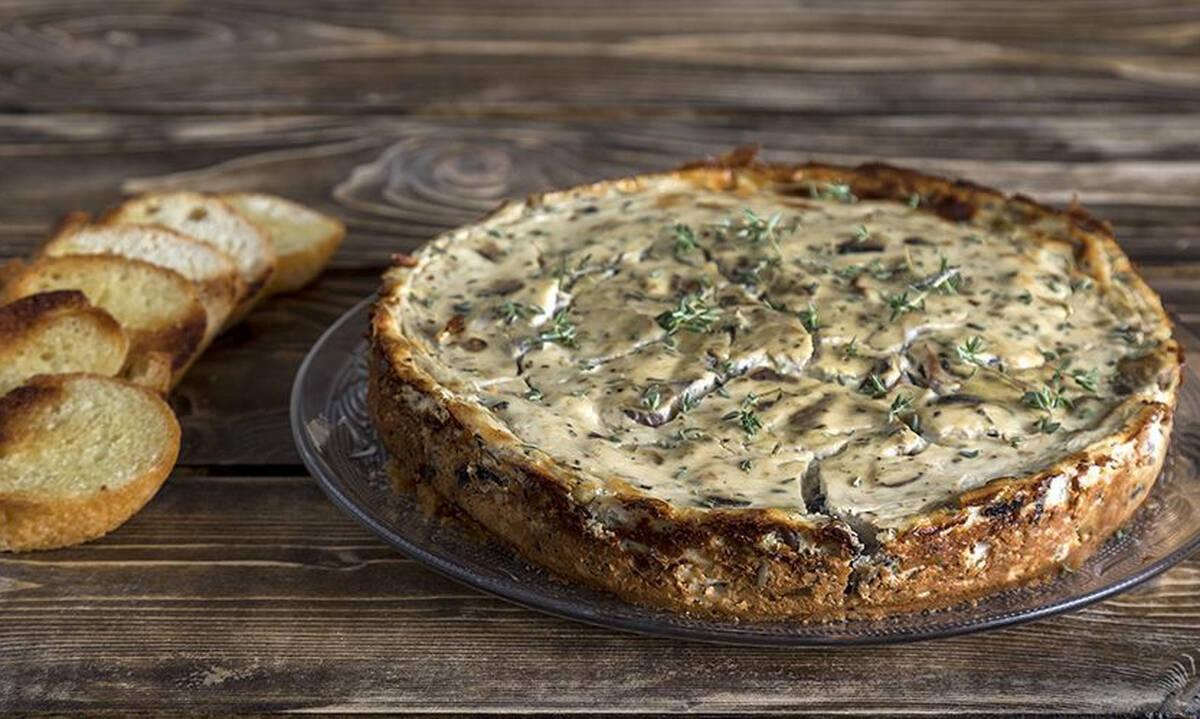 Αλμυρό cheesecake με μανιτάρια από τον Άκη Πετρετζίκη