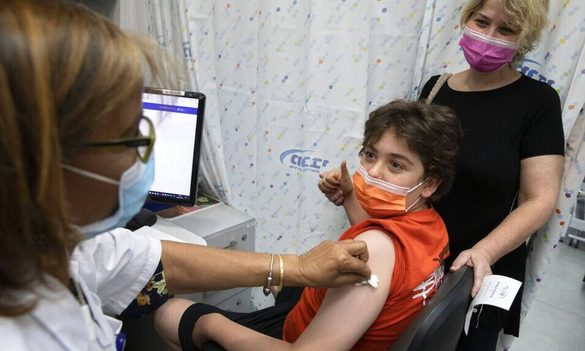 Κορονοϊός: Ποιες είναι οι παρενέργειες στα παιδιά μετά τα εμβόλια