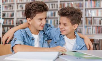 Πέντε προβλήματα που μπορεί να αντιμετωπίσουν τα δίδυμα στο σχολείο
