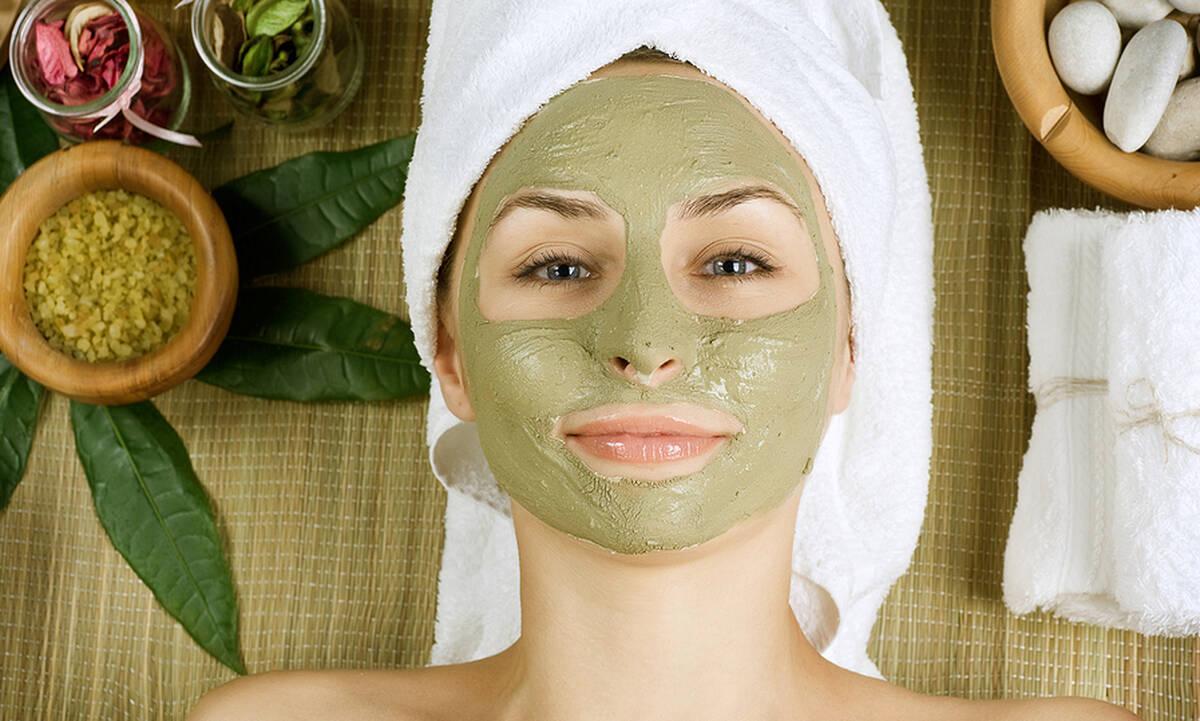 Tips ομορφιάς για μαμάδες: Τρεις σπιτικές μάσκες σύσφιξης προσώπου