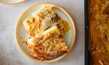 Συνταγή για την πιο νόστιμη τυρόπιτα που θα φτιάξεις με λιγότερα από 10 ευρώ