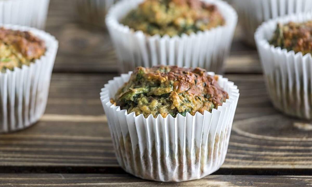Muffins με βρόμη, σπανάκι και μπανάνα πλούσια σε πρωτεΐνη