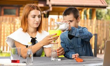 Πανεύκολα πειράματα για παιδιά δημοτικού με υλικά που έχετε ήδη στο σπίτι