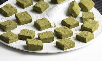 Τρούφες λευκής σοκολάτας με μάτσα από τον Άκη Πετρετζίκη