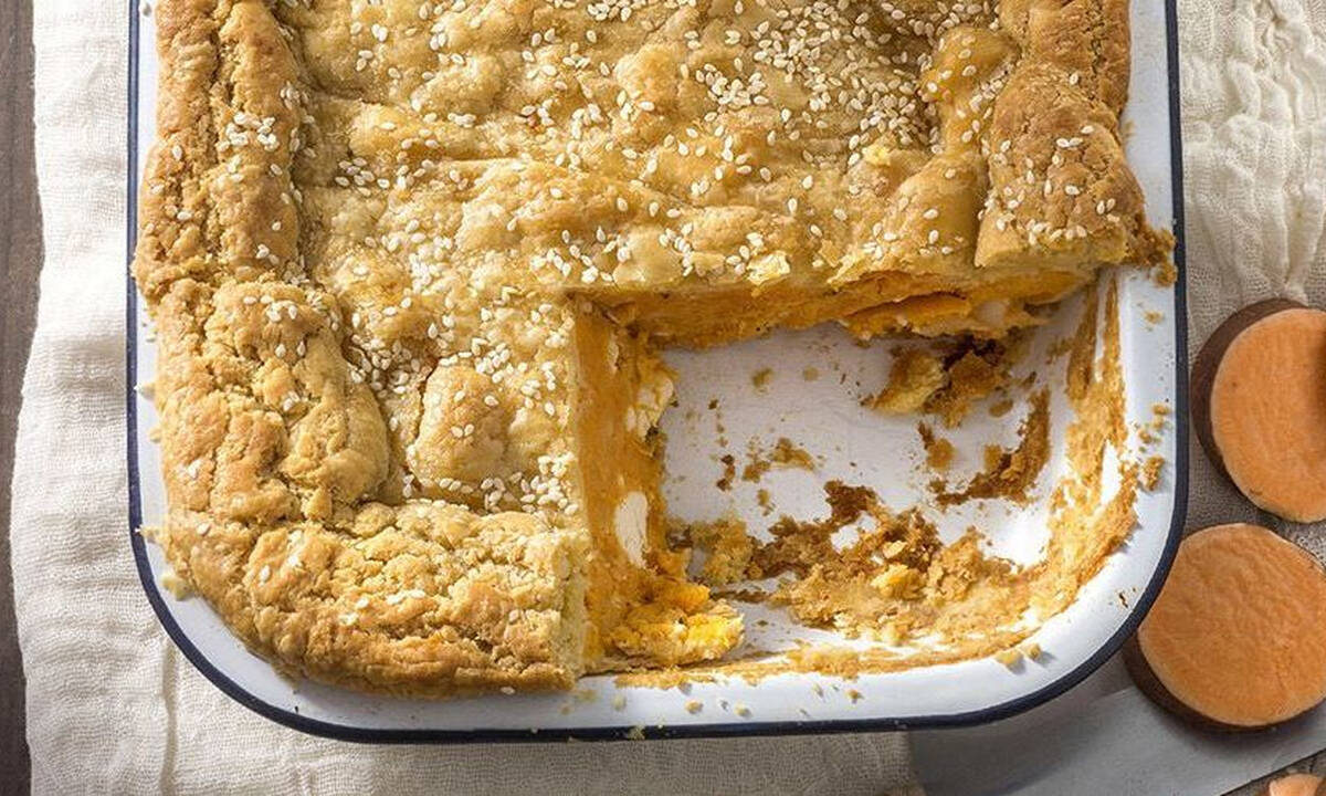 Νόστιμη πίτα με γλυκοπατάτα και φέτα για όλη την οικογένεια