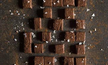 Τρούφες σοκολάτας με μόλις τέσσερα υλικά