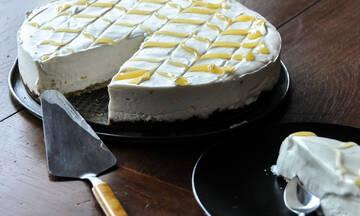 Αφράτο cheesecake λεμόνι που λιώνει στο στόμα