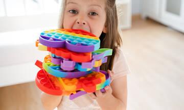 Τι είναι τα Pop It Fidget και γιατί έχουν τρελάνει όλα τα παιδιά;