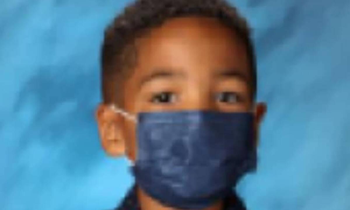 Φωτογράφος ζήτησε από αυτό το αγόρι να βγάλει τη μάσκα -Η αντίδρασή του επική