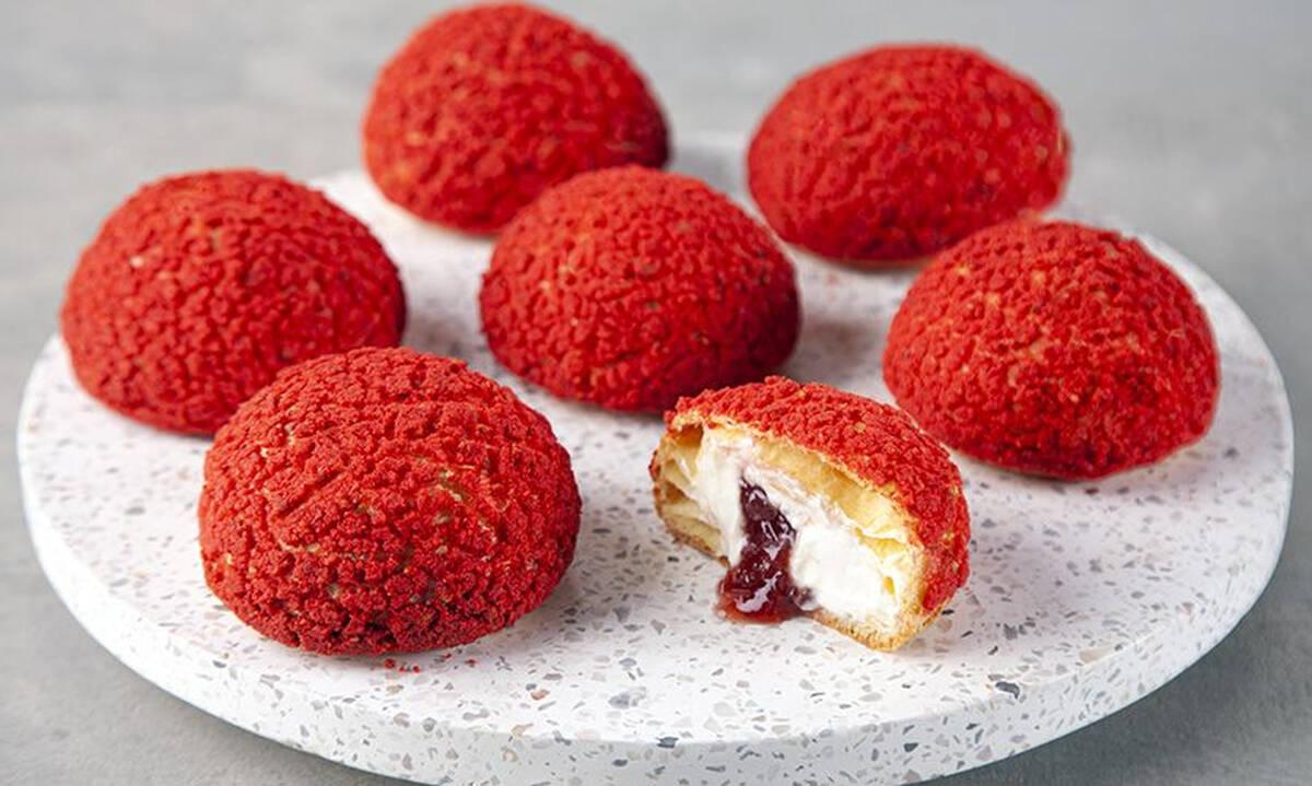 Choux Craquelin: Το εντυπωσιακό γλυκό που μπορείτε να φτιάξετε και μόνες σας