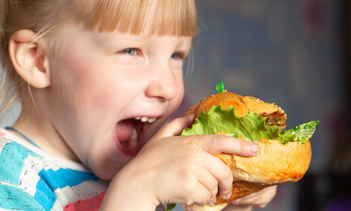 Μαμά εξηγεί γιατί επιτρέπει στα παιδιά της να τρώνε junk food