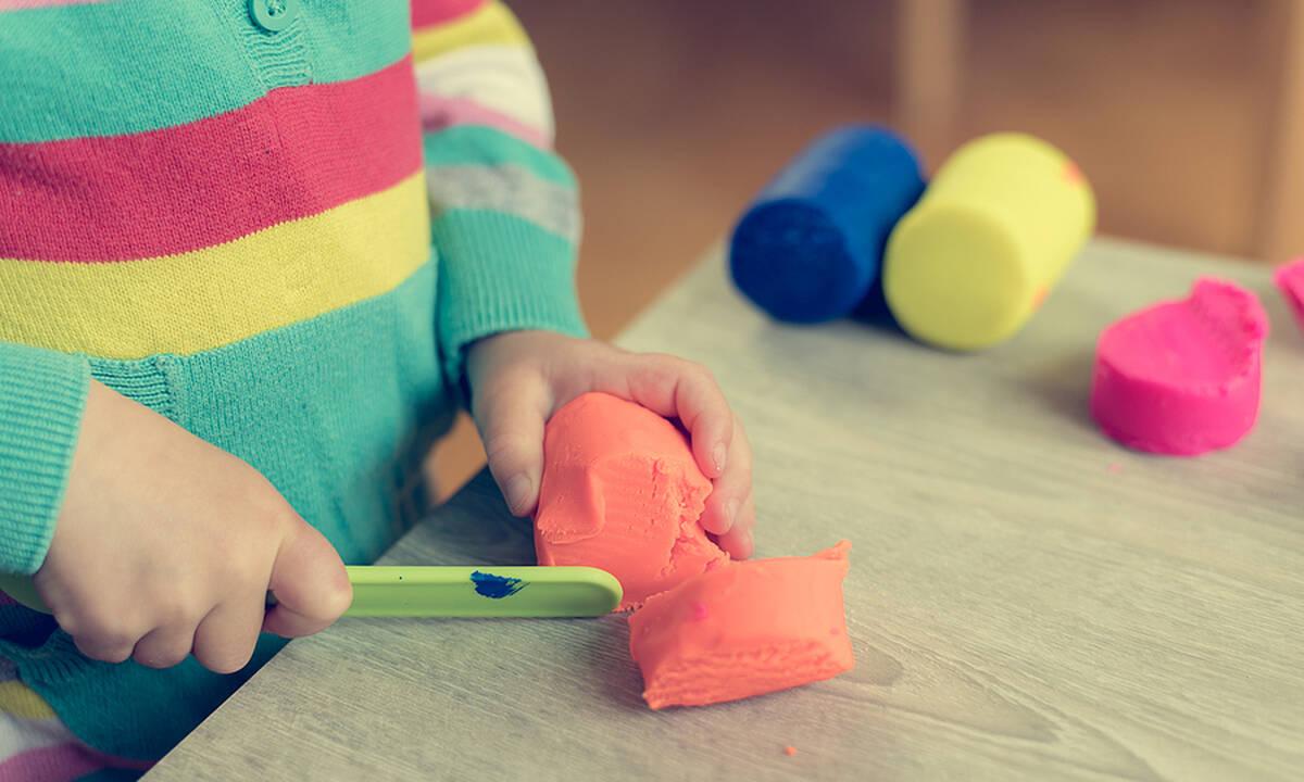 Τα οφέλη του παιχνιδιού με πλαστελίνη στα παιδιά