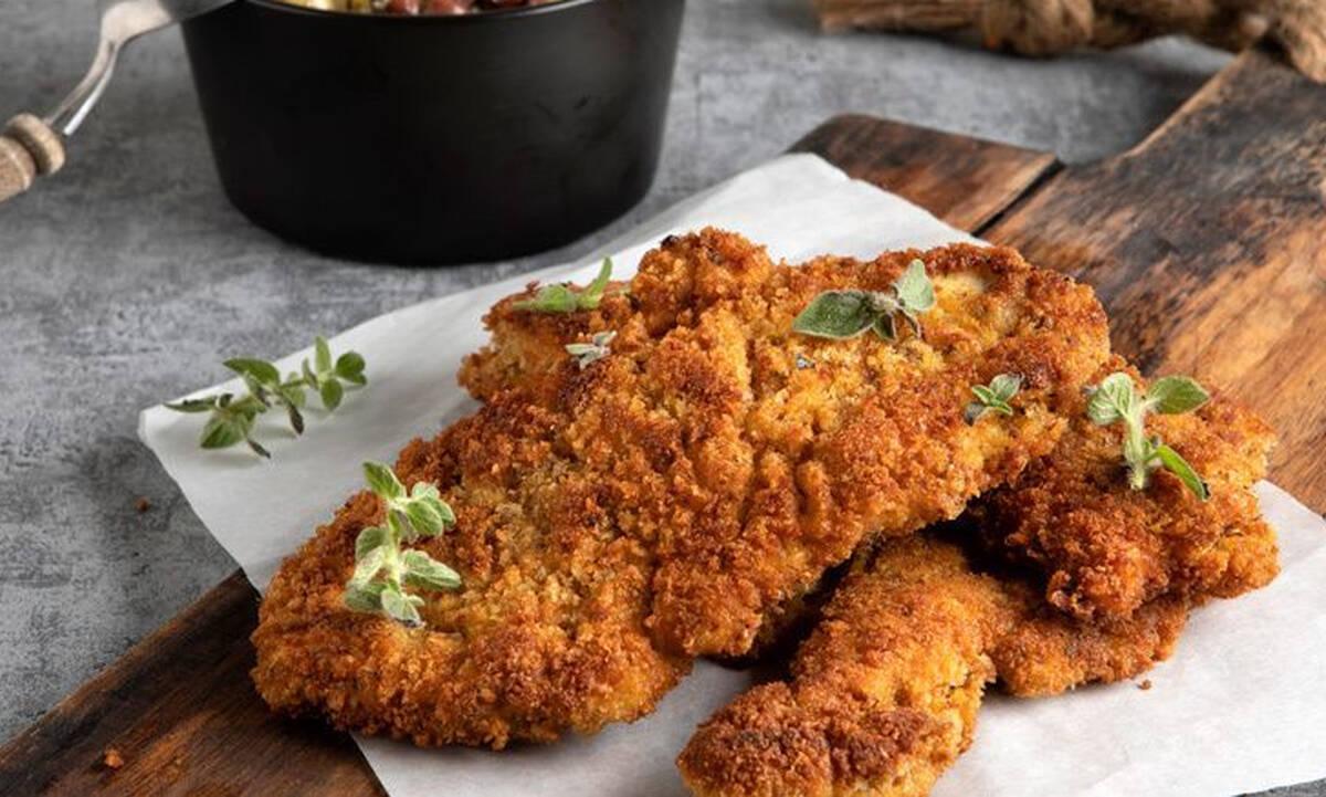 Η συνταγη του Άκη για το πιο νόστιμο σνίτσελ κοτόπουλο
